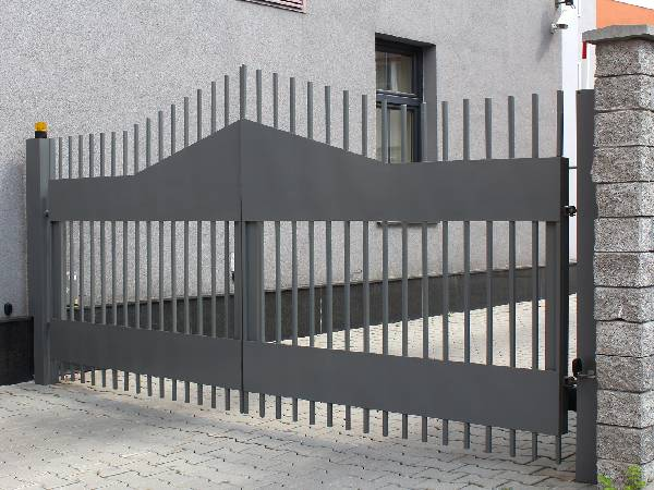 Modern Electric Gates designed by EDM